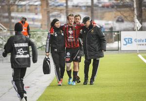 Tobias Malm skadade sig mot Värnamo och fick hjälpas av planen med hård lindning runt högerknät.