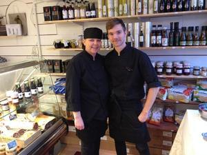 Mor och son, Catarina och Fredrik Näsström är förhoppningsfulla nya ägare till Hernö Ost & Deli på Storgatan.