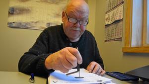 När samtliga delar skrivits upp var det dags för Ralf Berglund att stämpla alla papper som sedan ska in till Svenska Bilsportförbundet för granskning. Därefter ska pappren vidare till Trafikverket. Först när det är klart är Corollan färdig rallybil.