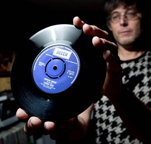 Kansas Hook singel Nervous shakin' är den dyraste skiva – i reella pengar – som Per Kjellin någonsin har köpt. Men 1989 köpte han en skiva av Sir lord Baltimore på auktion för 490 kronor. Den har han tre upplagor av.