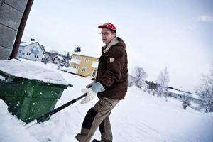 Snöskottning är en av många tjänster som mångsysslaren Joachim Fisch erbjuder. Han bestämde sig för att starta eget efter att ha varslats från Gelab.