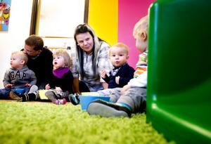 Linda Andersson, barnskötare, tycker det är kul att inskolningarna har börjat.