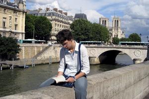 Överallt finns litterära referenser. Här skymtar Notre Dame i bakgrunden - spelplats för Ringaren i Notre Dame, av Victor Hugo.