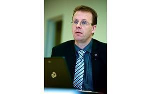 Läraren och moderate kommunpolitikern Håge Persson ska från och med i höst praktisera på olika avdelningar och förvaltningar i kommunen. Foto: Claes Söderberg/arkiv