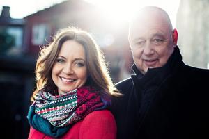 Programledaren Pernilla Månsson Colt och arkitekten Gert Wingårdh utforskar svenska husfantasier.