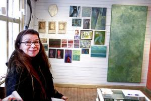 Konstra påbörjar en serie där de ställer ut olika lokala konstnärer på en vägg.