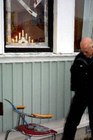 Tjuvarna krossade en fönsterruta till Bröderna Edstrands på Essvik. Driftchefen på företaget, Bengt Lindblom, kunde bara konstatetra fakta när han kom till sitt arbete på måndag morgonen.