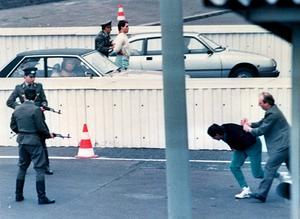 Murens försvarare. Den östtyska säkerhetspolisen Stasi hade också svenska agenter. Foto: Scanpix