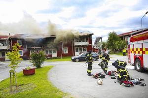 Branden som härjade i ett hus med fyra lägenheter på Tors väg i Ås kan ha orsakats av vårdslöshet.