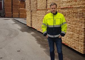 Sågverkets platschef Dan Hedblom berömmer personalens agerande vid branden. Bild: Privat