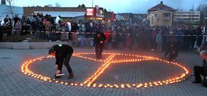 Många Hoforsbor hade samlats på onsdagskvällen för att manifestera mot våld, droger och kriminalitet och den senaste tidens tragiska händelser på orten. Manifestationen hade temat
