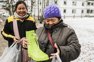 Hkawmnam Saw fyndade vinterskor och stövlar tillsammans med Htoo Lay Htoo på gamla tingshuset i Sveg.