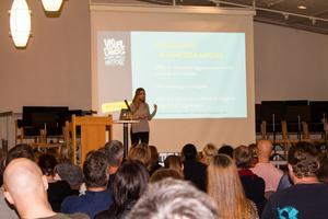 Stort intresse för Maria Ahlins föreläsning om barn och nätporr. Runt 150 föräldrar från länet närvarade. På tisdagen medverkar hon i en annan föreläsning i Västerås som riktar sig till socailarbetare, poliser, lärare och fritidspersonal.