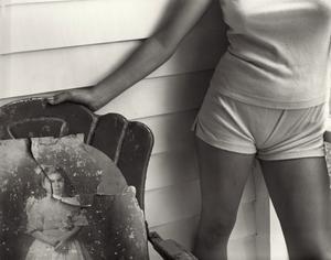 """Sherry and granny"".  Ur den tidiga fotoserien ""At twelve: Portraits of young women""."