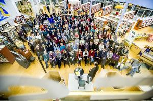 Många ville lyssna när Mikael Niemi kom till Bollnäs bibliotek.