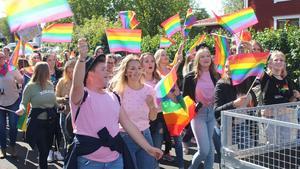 Hundratals personer deltog under den första paraden i Mora och i fjol dubblerades antalet.