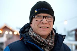 Christer Jonasson, radioprofil, Sundsvall:   – Grattis ST. Tidningen betyder mycket för mig. Det är den mentala vitaminen som startar dagen på rätt sätt, och gör att man är vaken på det som händer.