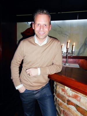 """Mats Carlsson (Magnus Carlssons man), 39, från Stockholm– Följde med Magnus på spelningen i kväll. Vi har goda vänner i Gävle. """"Världen utanför """" är min personliga favoritlåt med Magnus."""
