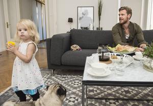 """""""När jag inte spelar är jag helst med min dotter Emmie-Lou"""", säger Sebastian."""