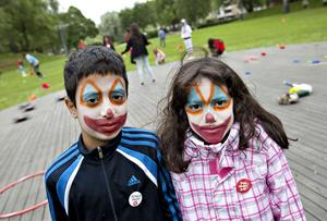 Jonas Al-Shabani och Nor Khries tyckte helt klart att det var roligast med ansiktsmålningen.