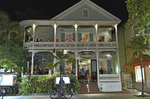 Typisk restaurang i Key West med generöst tilltagna verandor för gästerna.   Foto: Anders Pihl/TT
