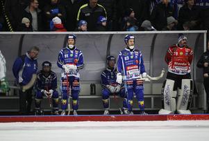 Johan Esplund, till vänster, såg skadan på Joakim Andersson på nära håll.