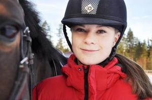 Jennie Edström med ponnyn Tess åker till Borås på måndag för att delta i SM i veckan som lägligt ligger under Jennies höstlov.