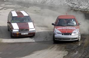 I Krutcupen ska inte bilarna köra på varandra. På bilden en snäll fajt mellan två lokala team, AD Bildelar Ludvika och Smedjebackens Trafikskola.