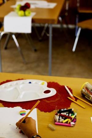 FÄRGER FÖRENAR. Barns kreativitet och förmåga att lära sig snabbt kan bidra till lyckad integration.