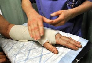 Handledsbrott är också vanliga när man halkar och tar emot sig.