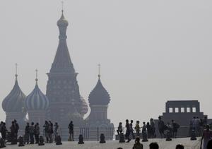 Bränder och hetta. 17 nationer har denna sommar rapporterat tidernas rekordvärme, skriver Per Larsson. I Ryssland har miljontals hektar skog bränts ned och bäddat in bland annat Moskva i hälsovådlig smog.foto: scanpix