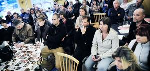 Många föräldrar och bybor kom till Växsjö skolas matsal för att diskutera hur arbetet ska fortgå för att bevara skolan.