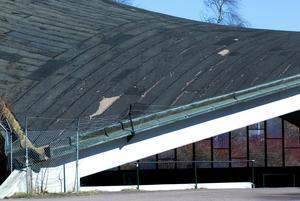 Räddar taket. Taket på utescenen ska rustas upp.