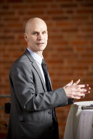 Matts Hildebrand, X-trafiks chef, ville inte ställa persontrafiken mot godstrafiken.
