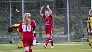 Lotta Nurmilehto gjorde två mål i premiären.