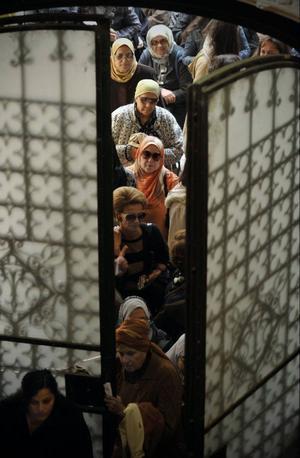Köer till vallokalerna präglade Egypten i går, när landet gick till sitt första fria parlamentsval.