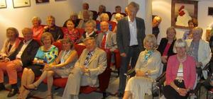 Anders Hanser med gäster på sin biograf i Stockholm