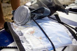 Med sig på resan har han trettio kartblad över den svenska kusten.