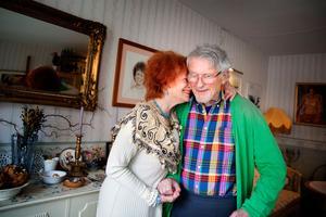 Äkta kärlek. Nu har det gått 17 år sedan Krista flyttade in till sin Ulf – med 28 kartonger och ett staffli. Årsdagen den 23 mars firar de och minns alltid med glädje.