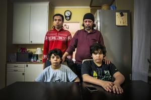 Ahmed Rizk med sina tre söner Adham (stående) samt Waleed och Ali.