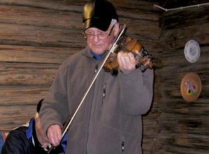Börje Lindsten spelade fiol.
