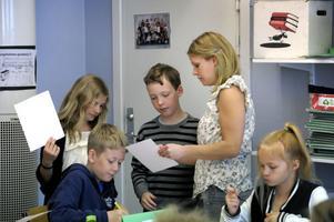 Endast två av 642 anställda lärare i Gävle kommun har fått sin legitimation utfärdad och detta ställer till problem.- Det kan till exempel innebära att en mellanstadielärare som de senaste åren jobbat på ett högstadium måste omplaceras, säger Sinikki Pisilä på barn- och ungdomsförvaltningen.