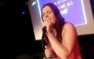 Marlen Björk vann karaokefinalen i Borlänge. Foto: Jonas Stentäpp
