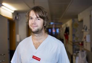 Simon Nilsson, verksamhetschef för akutmottagningarna i Gävleborg, tror att han kommer få användning av Arbetarbladets app i framtiden. – Snabba nyheter om vården vore ju toppen.