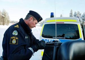 I går hade Staffan Jönsson tre patruller och en helikopter ute för att kolla skotertrafiken runt Krokom.