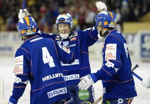 Bollnäs fick jubla i derbypremiären. Slutsiffrorna skrevs till 6–3.