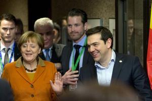 Tysklands förbundskansler Angela Merkel får som hon vill i EU. Hon inser uppenbarligen också att Grekland, på bilden premiärminister Alexis Tsipras, nu måste få EU:s stöd. Men än återstår säkerligen stora konvulsioner i EU-kretsen. Så stark är högerpopulismen i dagens EU.