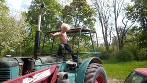 Ville servar Traktorn hos farmor