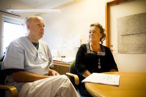 Hjärtläkaren Erik Lindberg har arbetat halvtid med att utbilda hjärtsjuksköterskor och hitta andra brister. Vårdenhetschef Helena Bikoff ser resultat i högre kvalitetspoäng.