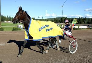 Mikael Lindmarks Nyby Sunshine sprang igår hem lopp 1 i Rättvik. Foto: Foto-Mike